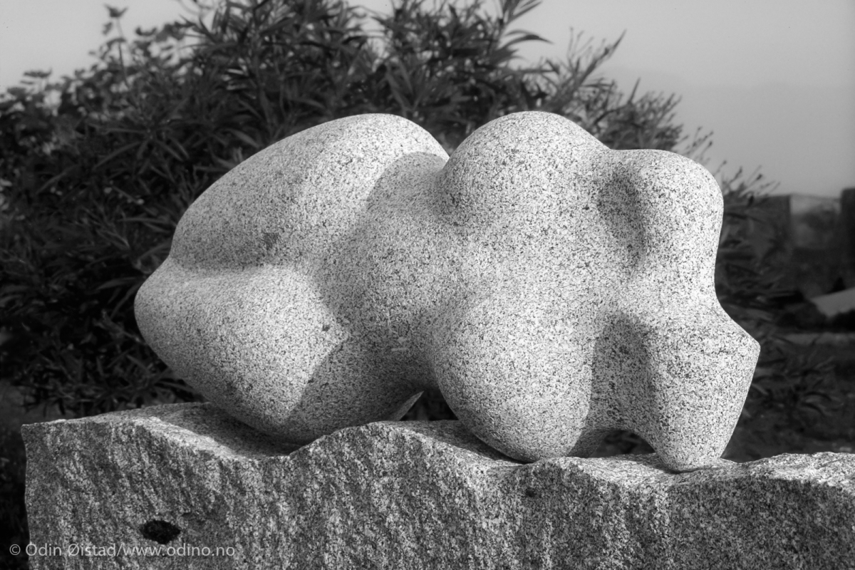 Cielo e mare • 1995 • Elba granite • 70 x 150 x 220