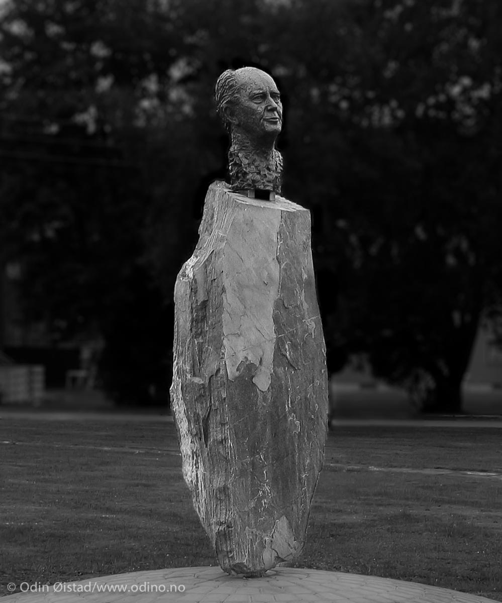 Thorvald Stoltenberg Monument  2006  Kirkenes City Park