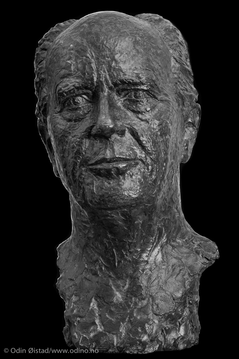 Thorvald Stoltenberg 2006  Model in Bronze