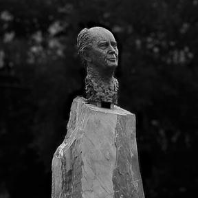Thorvald stoltenberg monument